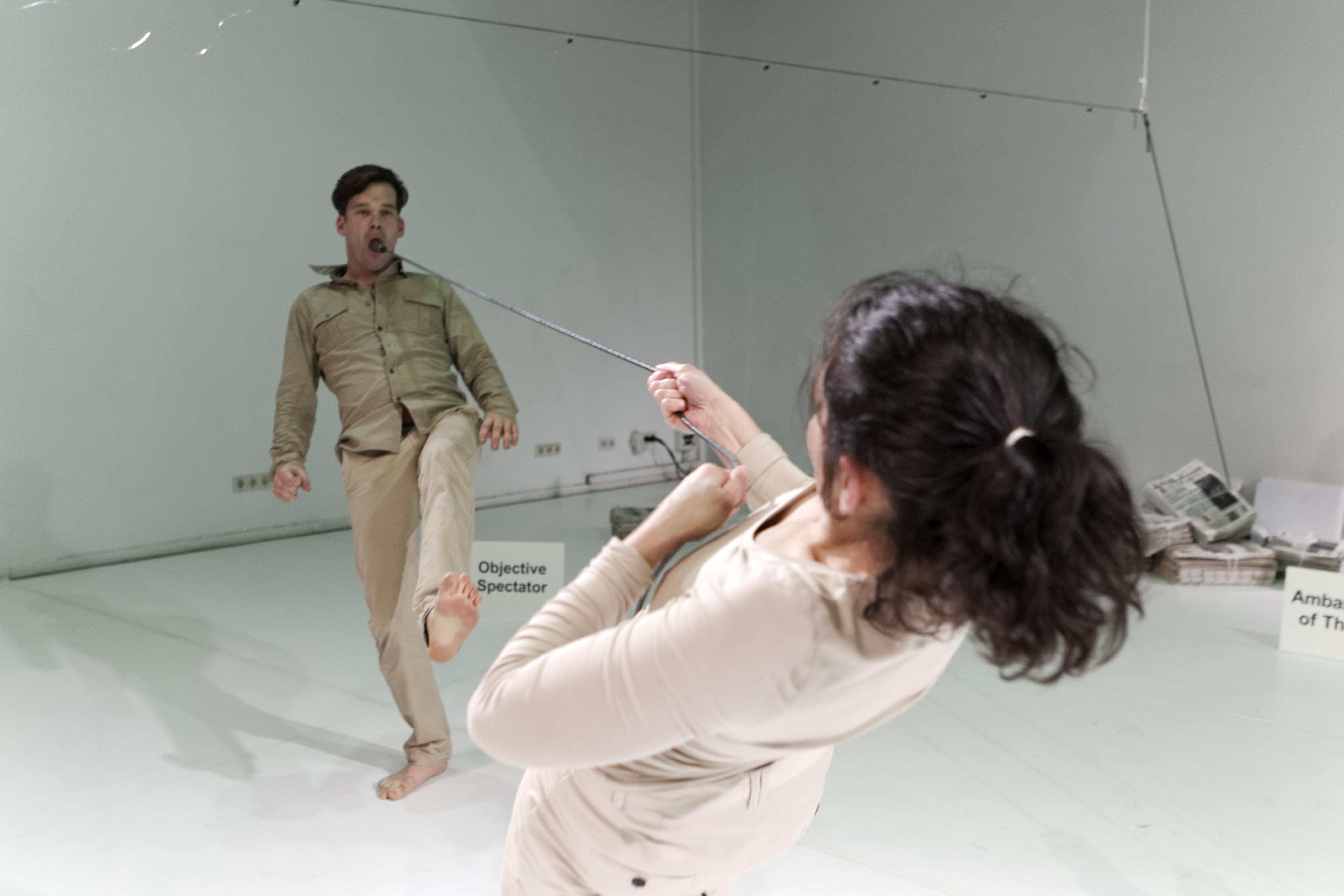 The Critical Piece van Jochen Stechmann in het Melkweg Theater, Amsterdam.